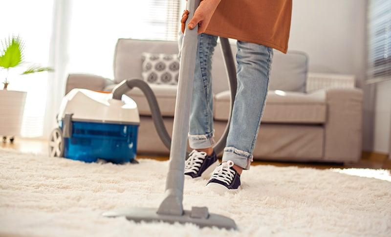 vacuuming-623684514-800x485