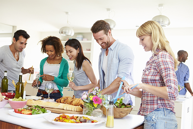 young_friends_kitchen_31012482_650x433